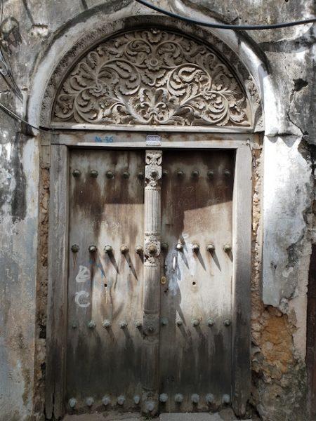 5 cose da vedere a zanzibar, le porte di stone town, tour zanzibar, different details, roberta arcangeli